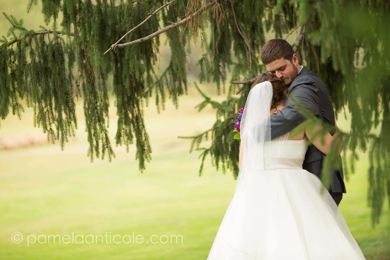 first look photos of bride and groom at lingrow farms pittsburgh documentary wedding photos
