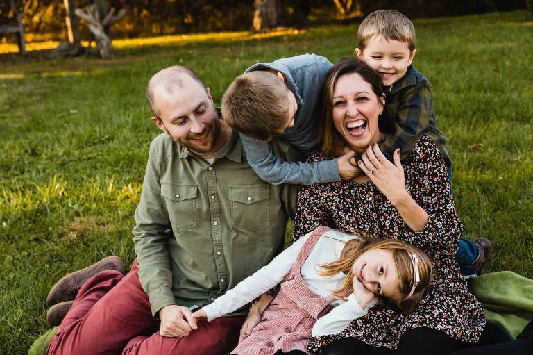 family picture candid kids tickling mom laughing